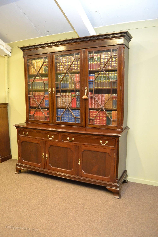 Library Bookshelves: Large Mahogany Library Bookcase C1900