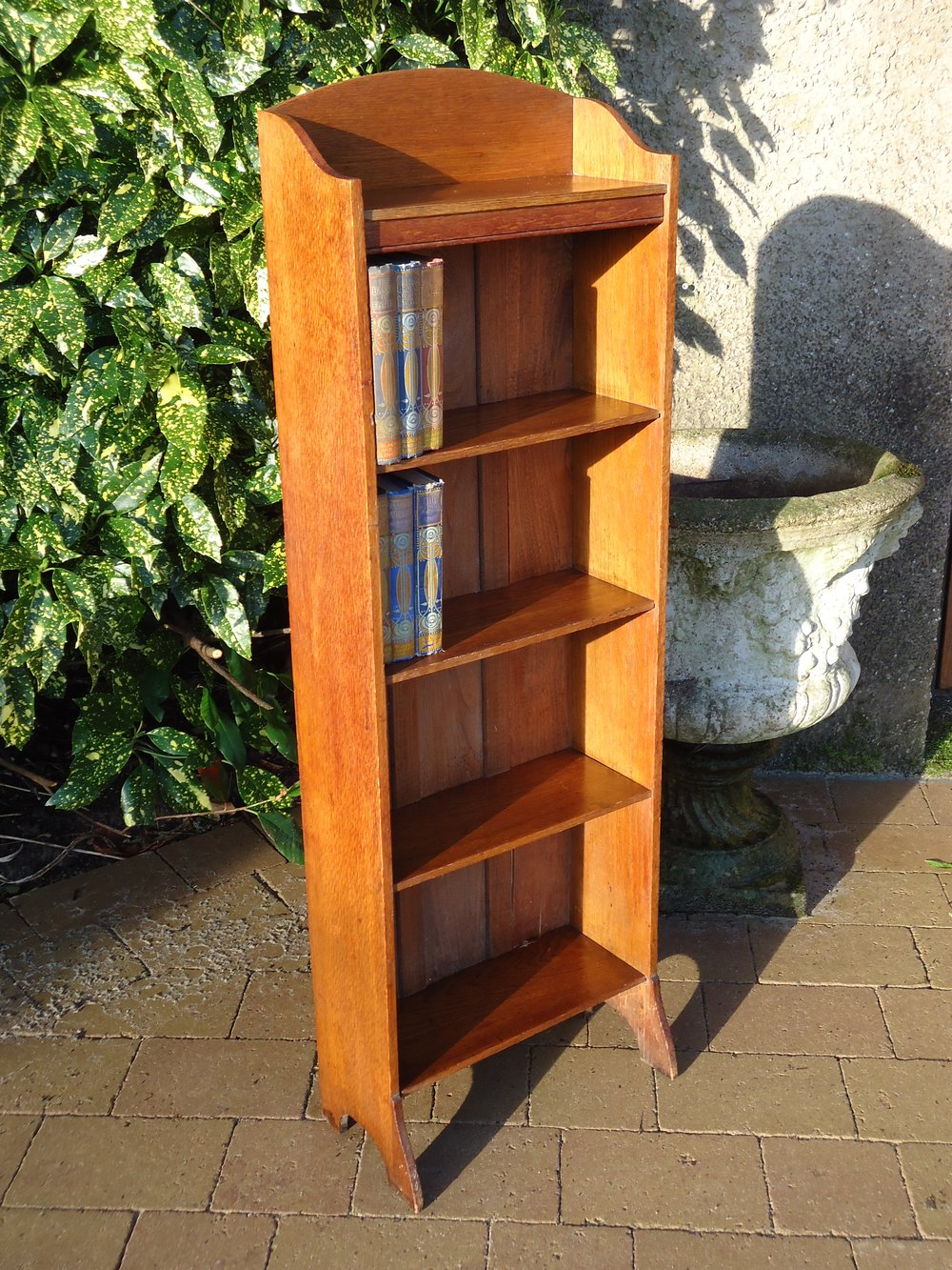 Arts crafts slim oak bookcase antiques atlas for Arts and crafts bookshelf