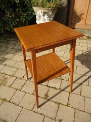 Dainty Arts & Crafts oak lamp table