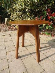 Sweet little Arts & Crafts oak side table