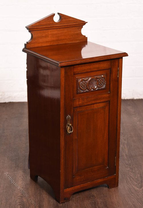 the best attitude bf0d4 16eec Edwardian Mahogany Bedside Cabinet - Antiques Atlas