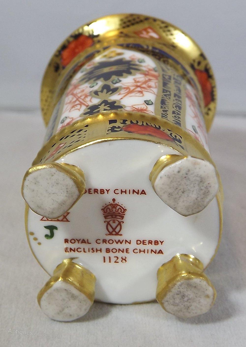 Antiques atlas royal crown derby old imari 1128 miniature vase royal crown derby old imari 1128 reviewsmspy