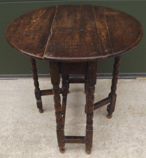 Small Victorian Oak Drop Leaf Table