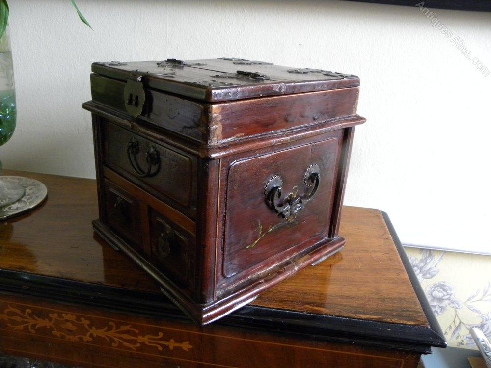 Antique Anese Geisha Makeup Box