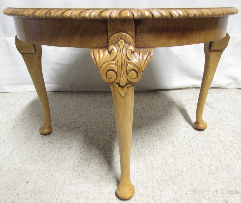Round burr walnut coffee table antiques atlas for Cute coffee tables