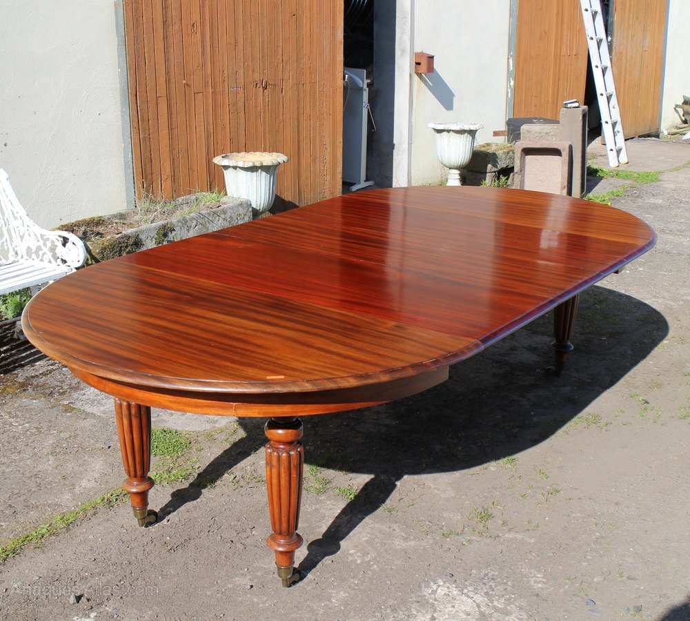 A William Iv Goncalo Alves Circular Extending Dining Table