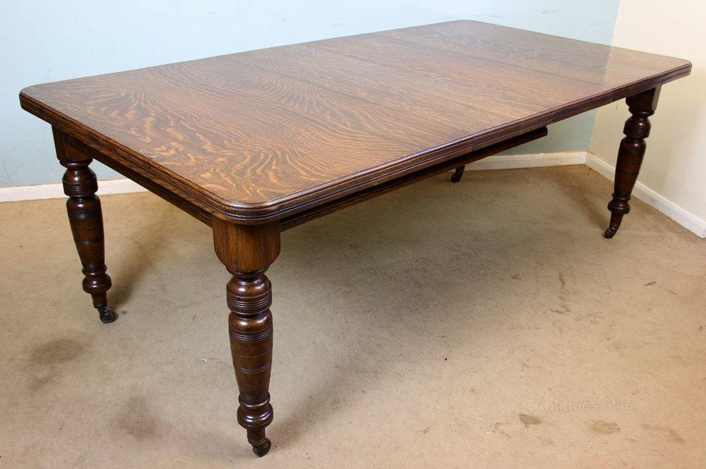 Lovely Victorian Oak Extending Dining Table