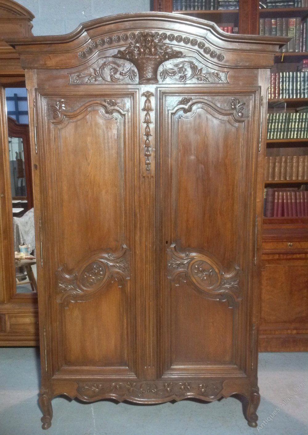 carved oak french armoire antiques atlas. Black Bedroom Furniture Sets. Home Design Ideas