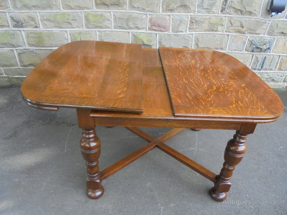 Quality antique oak 2 leaf extending dining table for Dining table with two leaves