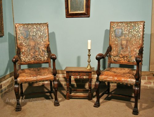- Pair Of 18th Century Walnut Italian Throne Chairs - Antiques Atlas