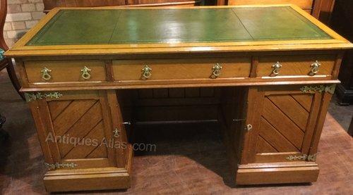 - Gothic Revival Pedestal Desk In Oak - Antiques Atlas