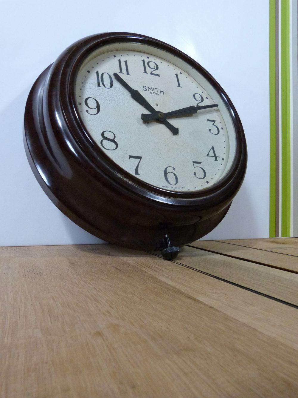 Antiques Atlas - Smith Bakelite Wall Clock