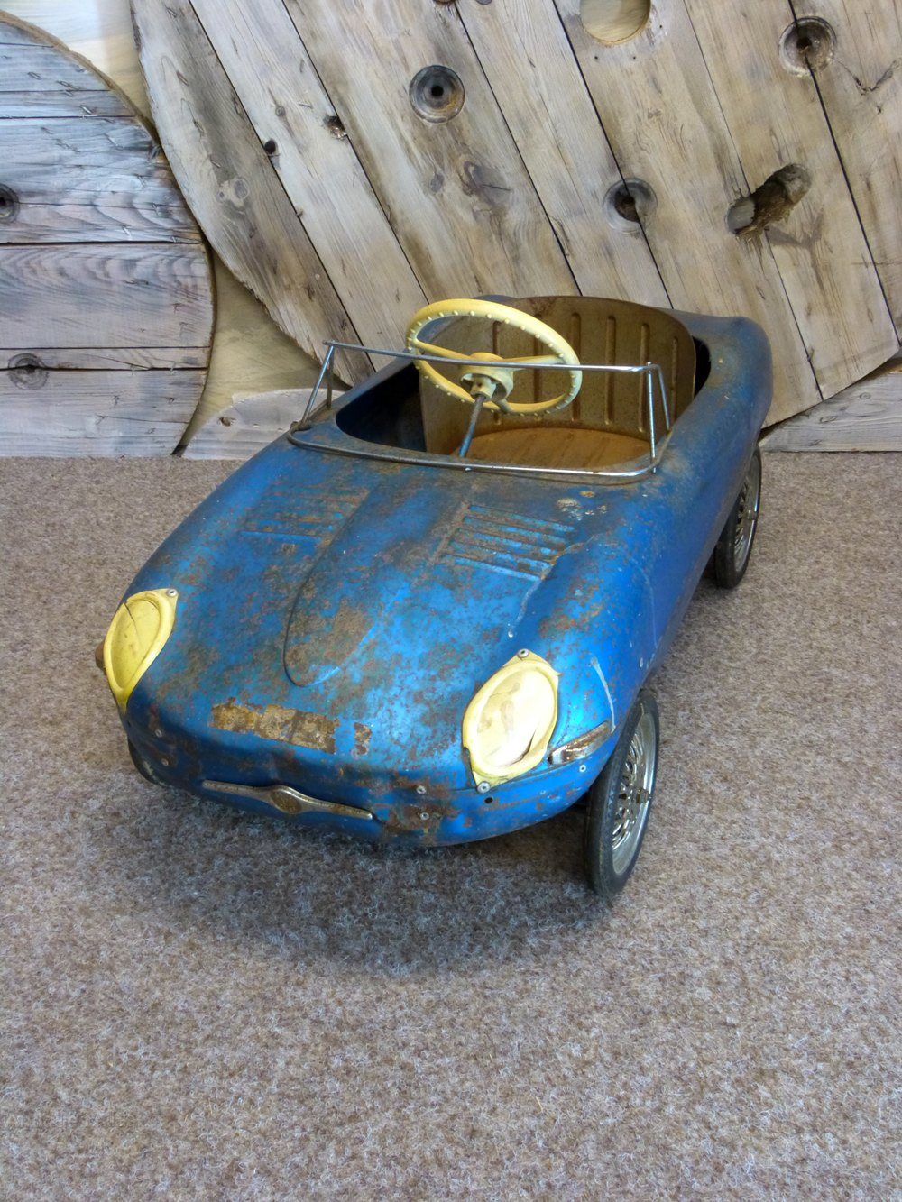 Jaguar E Type >> Antiques Atlas - Triang Jaguar E-Type Pedal Car