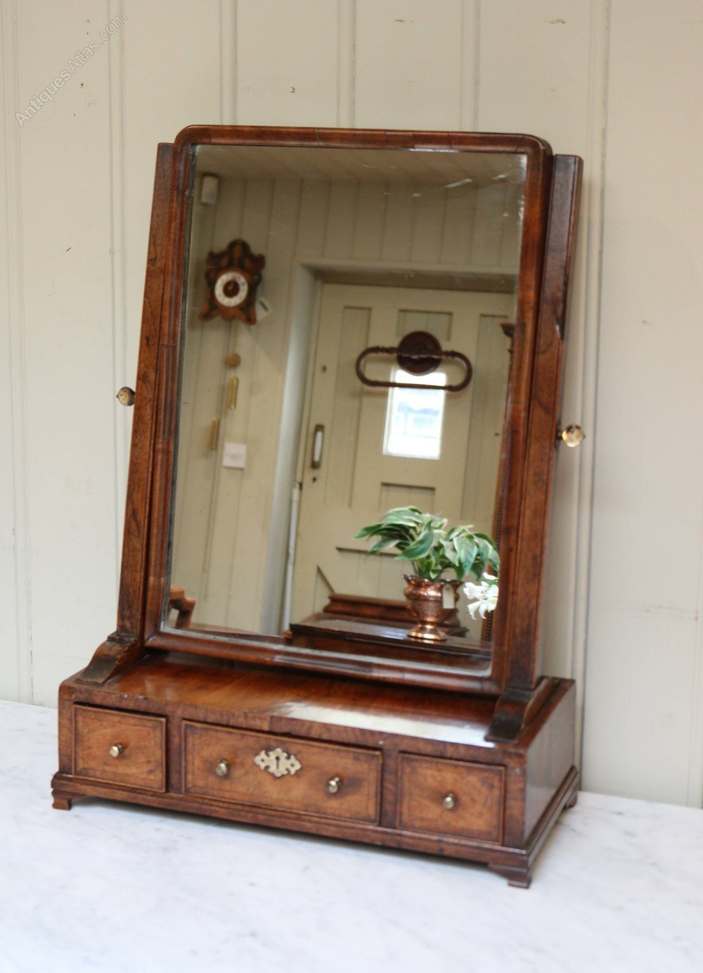 Antiques atlas antique georgian walnut dressing table mirror for Walnut dressing table