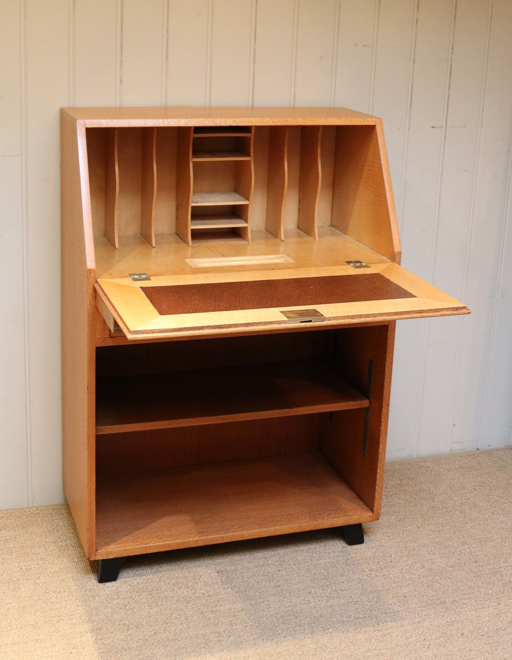 Unusual australian silky oak art deco bureau antiques atlas for Deco bureau
