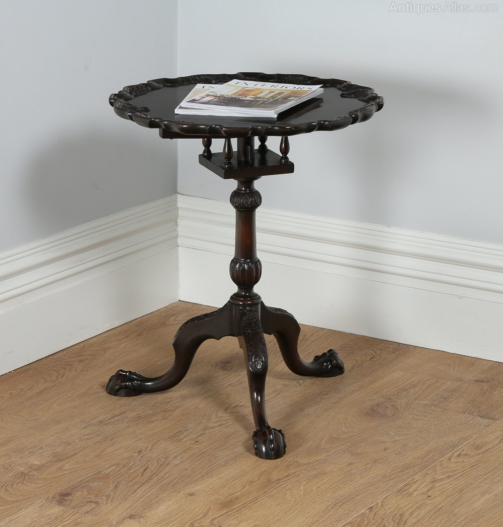 Georgian Tilt Top Pie Crust Circular Tripod Table