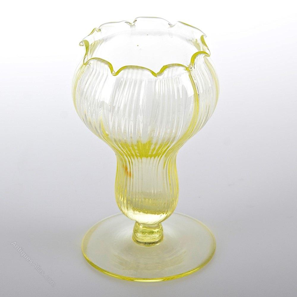 Antiques atlas victorian uranium glass vase victorian uranium glass vase reviewsmspy